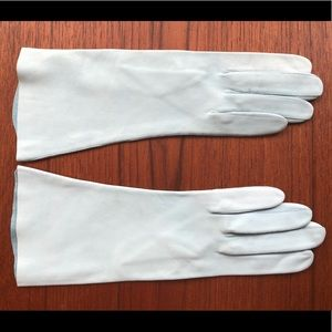 Buttery soft leather baby blue vintage gloves 💙